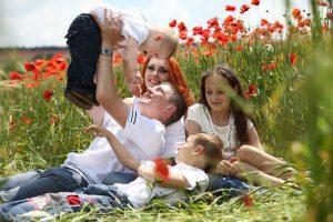shutterstock_gezin in korenveld